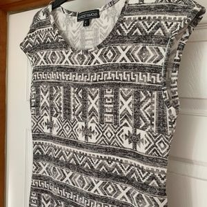 Almost Famous Knit Shirt Black white short sleeve